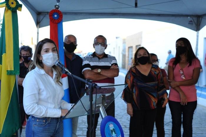 Prefeita Anna Lorena realiza entrega de obra de pavimentação no bairro Quinta da Boa Vista
