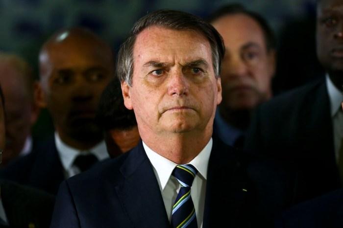 Bolsonaro diz que Barroso e Moraes 'extrapolam limites' e pedirá abertura de processo