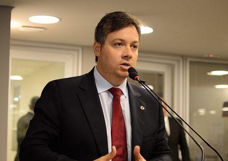 Júnior Araújo diz que seu apoio para a disputa ao Senado será de Efraim Filho