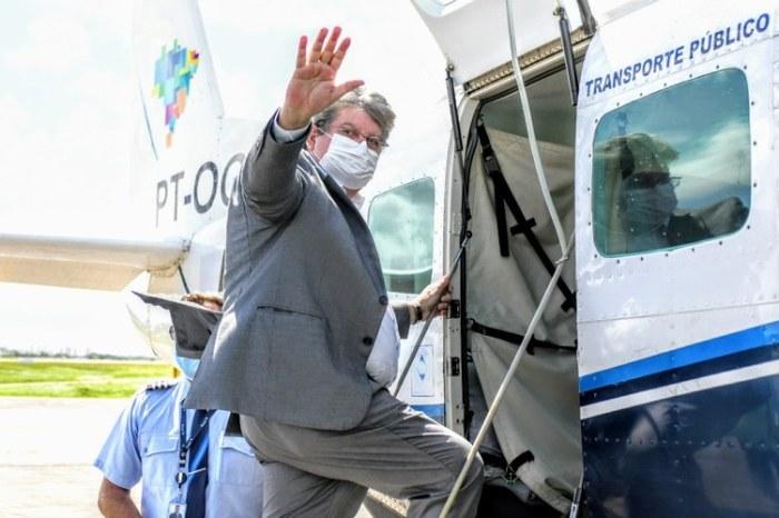 No Sertão, João volta a descartar bolsonaristas em seu palanque e diz que portas estão abertas para Lula