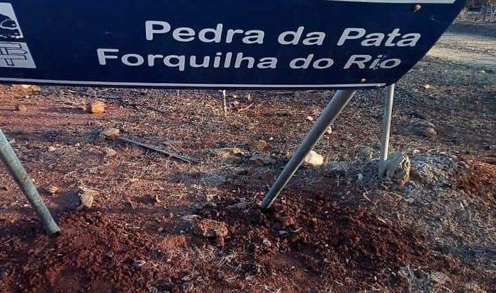 Vandalismo em Cabaceiras: Placas de sinalização turística são danificadas na zona rural