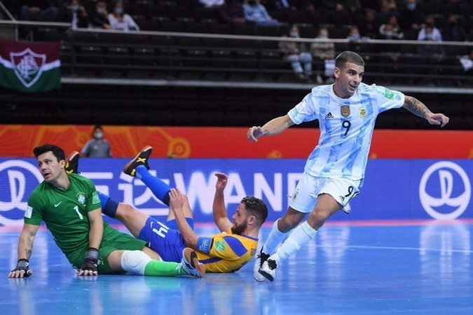 Brasil cai diante da Argentina e dá adeus ao sonho do hexa mundial de futsal