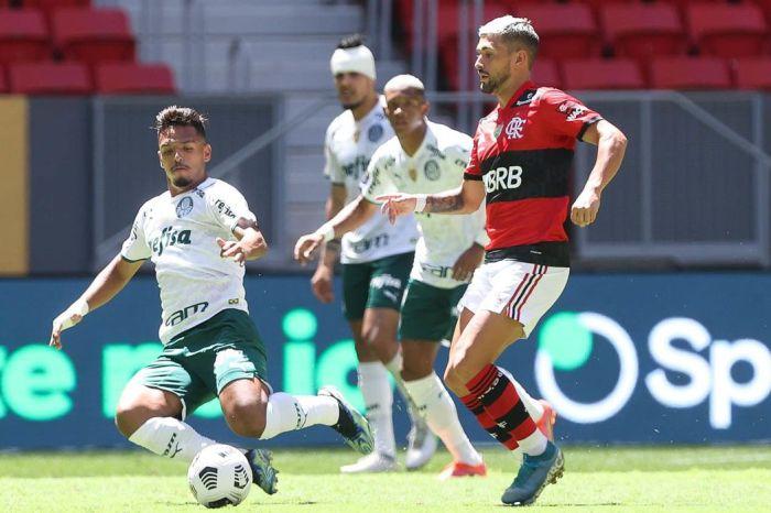 Palmeiras e Flamengo duelam em São Paulo neste domingo