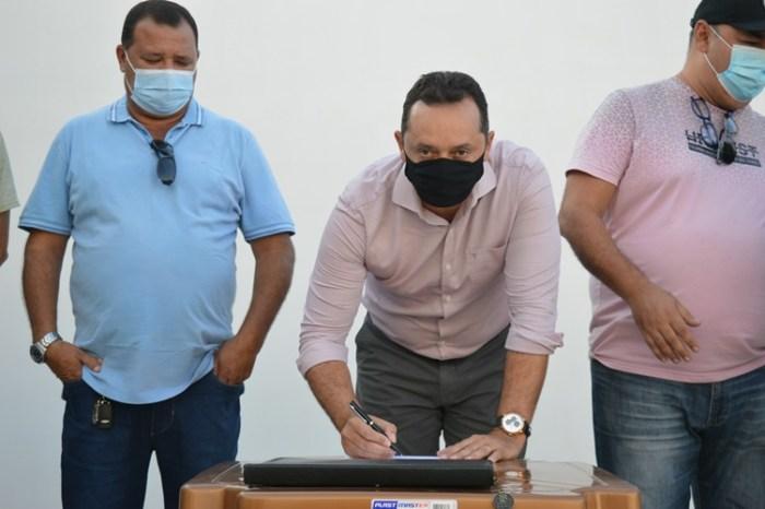 Sumé: prefeito Éden autoriza pavimentação do bairro Zé Marcolino