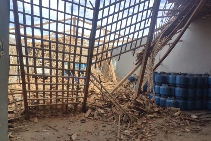Teto de prédio de depósito de gás desaba em Monteiro