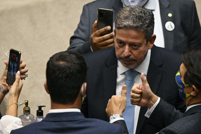 Centrão lidera movimento contra preço do combustível para ajudar Bolsonaro