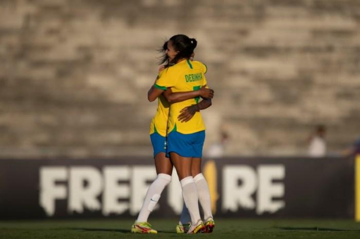 Seleção Feminina de Futebol goleia a Argentina no Amigão