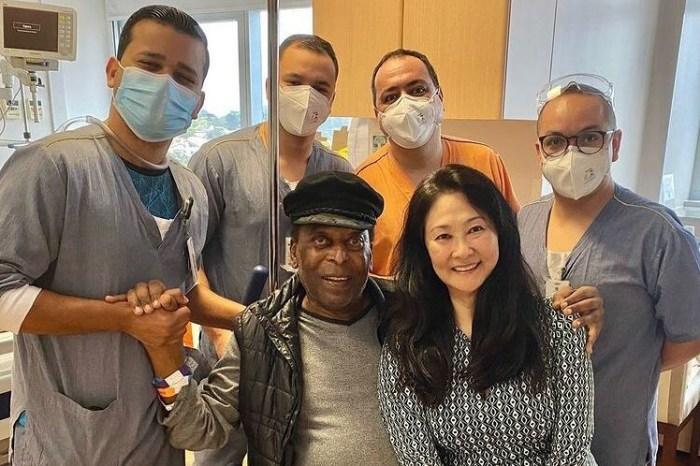 Pelé recebe alta hospitalar após um mês internado