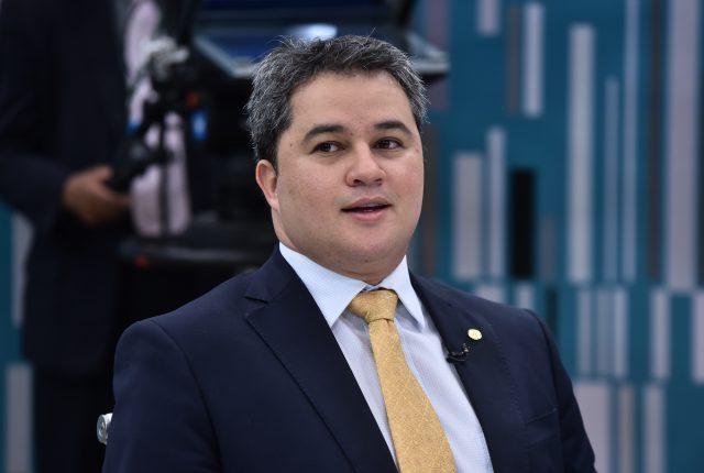 DEM aprova fusão com PSL, e Efraim revela convenção em outubro para confirmar novo partido