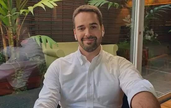 Chico Buarque processa Eduardo Leite