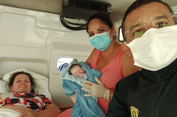 Mulher chega em trabalho de parto na PRF da Paraíba e é atendida por policial que também é médico