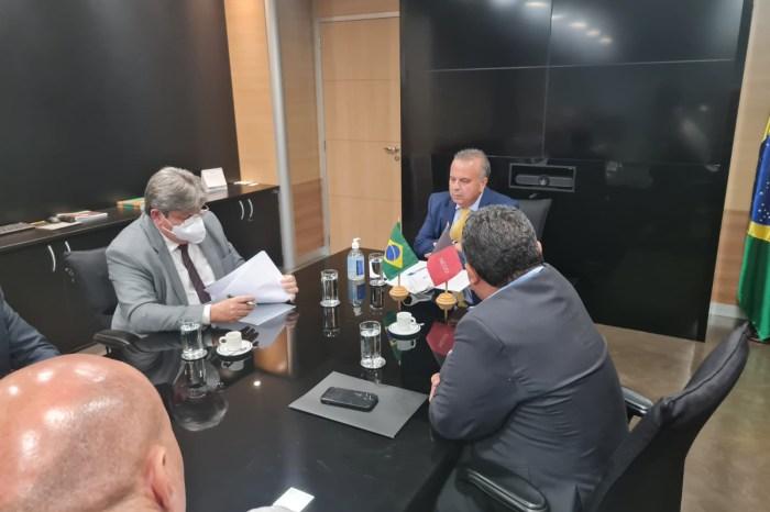 João Azevêdo se reúne com ministro e reivindica adutora para o Brejo
