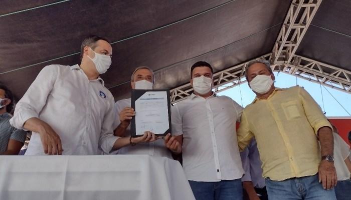 Lideranças políticas de Ouro Velho participam da assinatura da ordem de serviço da PE-264