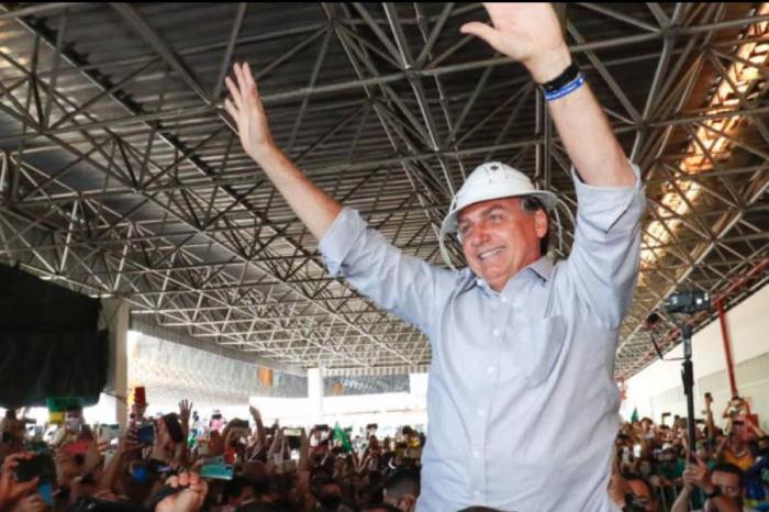 Bolsonaro tem a maior rejeição da história a um ano das eleições