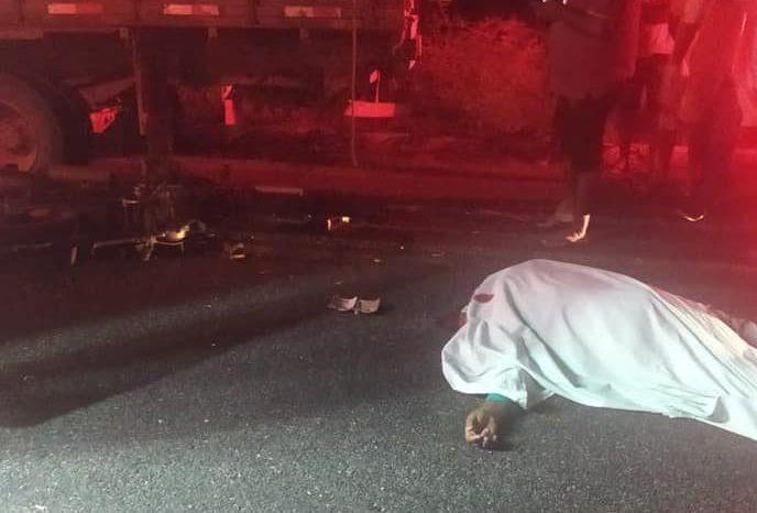 Motociclista morre após colidir na traseira de caminhão em estrada que liga Congo a Camalaú