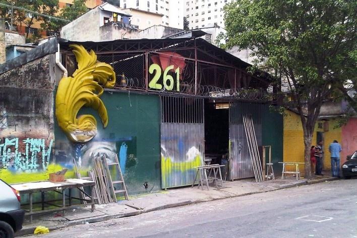 Galpão, depósito de adereços de carnaval, Grotão da Bela Vista<br />Foto Abilio Guerra