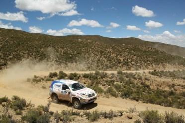 Foj supera un dels revolts de la setena etapa del Dakar // Foj Motorsport Coopertires