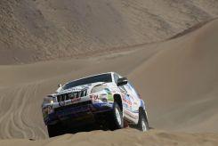 Xavi Foj superant una duna // Foj Motorsport Coopertires