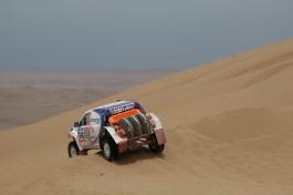 Xavi Foj superant una duna // Foj Motosport