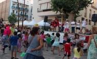 Els voluntaris de la Creu Roja ballant per tancar la festa // Jose Polo