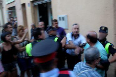 La policia va haver de separar uns i altres // Jordi Julià