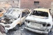 Els dos cotxes que van quedar completament calcinats // Jordi Julià