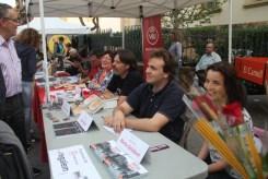 Els sis autors van signar llibres conjuntament a la parada de Viu Molins de Rei // Jordi Julià