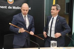 Instant en el qual Ramon Sánchez agafa la vara d'alcalde // Jose Polo