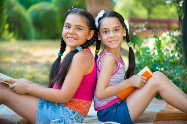 Latinas for Latino Lit Summer Reading Program