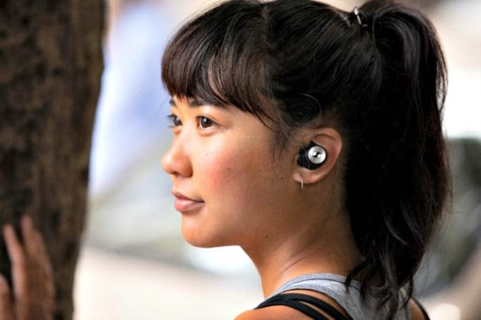 wireless earbud headphones