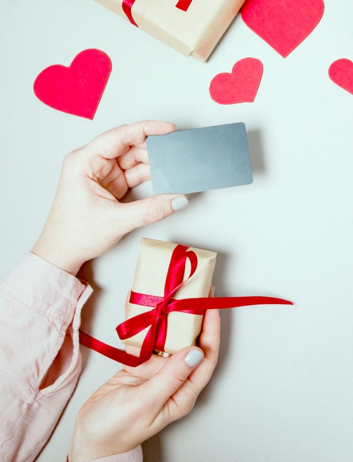 If you can´t be with your mom on this Mother´s day, but want to pamper her, we got you. Here are some cool virtual gifts you can surprise her with.