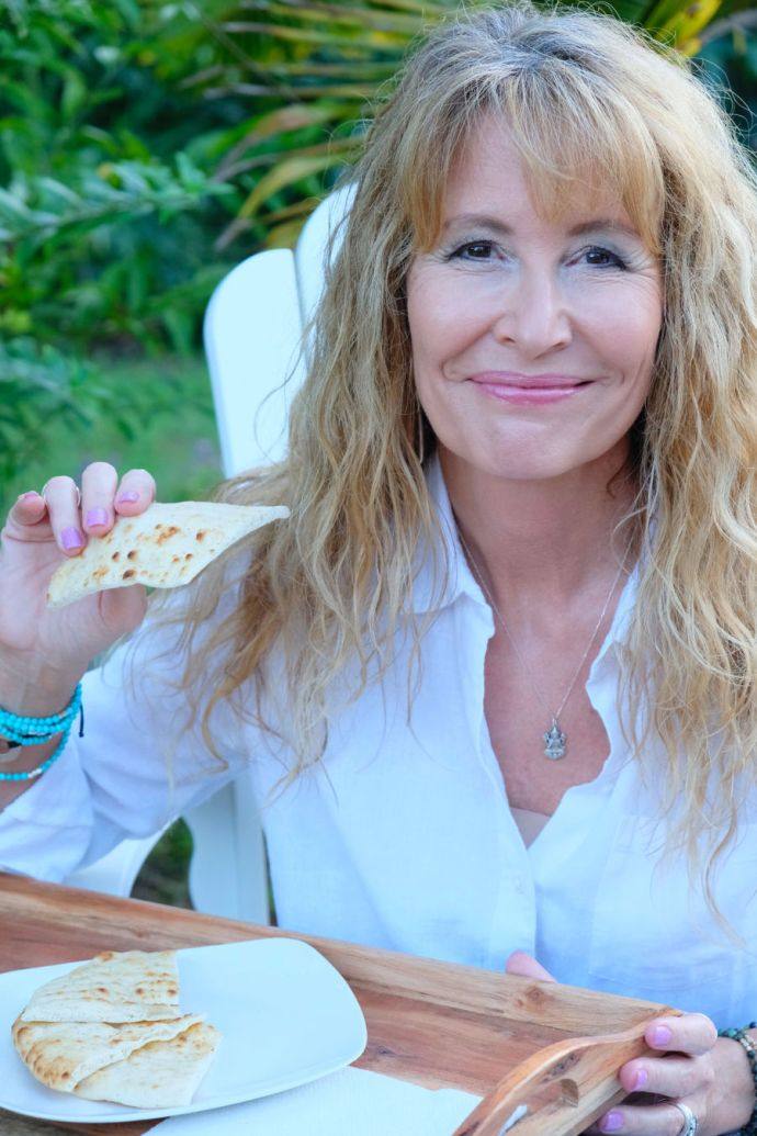#ad I used to be a multi-tasker, until I was diagnosed with acid reflux that causes heartburn. Here is what I do to eat mindfully. #DissolveHeartburn