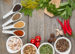 Hierbas aromáticas para cocinar. Cómo usarlas y su papel en la cocina