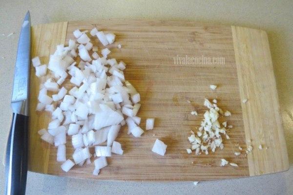 Picar la Cebolla para Crema de Ejotes