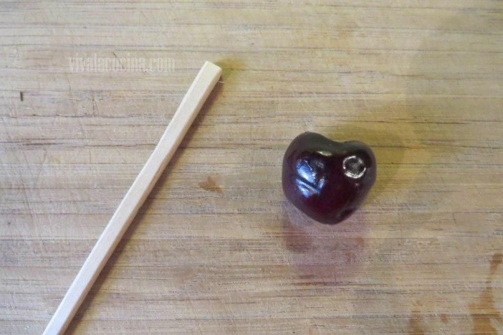 Palillo Chino para retirar el hueso de la cereza para el clafoutis de Cereza