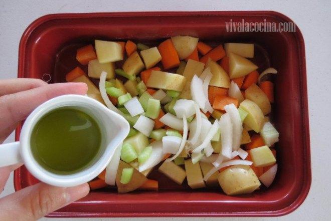 Aliñar las Verduras con aceite de oliva virgen extra