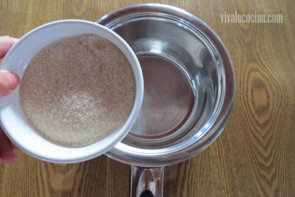 Preparar el Caramelo para hacer el chocoflan casero o pastel imposible