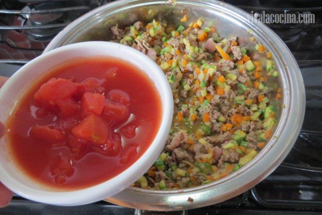Elaborando la salsa ragú: Añadir el Tomate