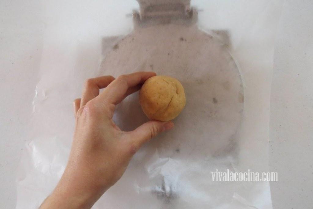 Presionar la Masa para las quesadillas