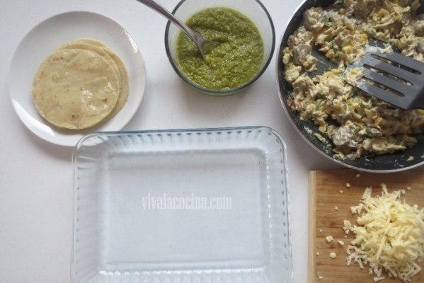Ingredientes Listos para hacer el pastel azteca de pollo