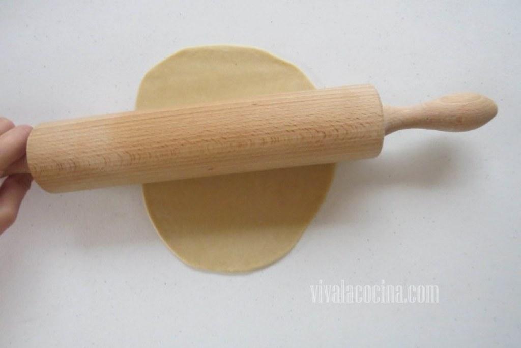 Extender la Masa y dar forma a las empanadas
