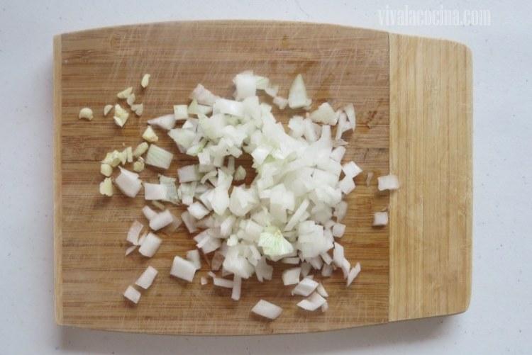 Picar la Cebolla en dados pequeños