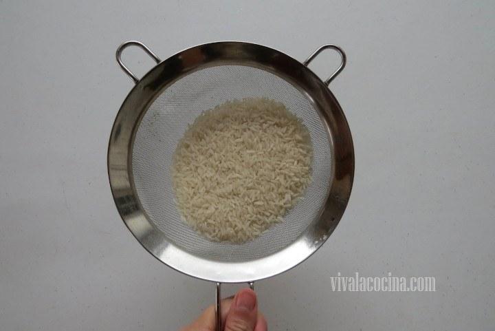 Escurrir el arroz