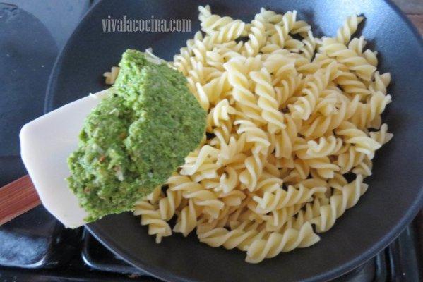 Agregar el Pesto de kale