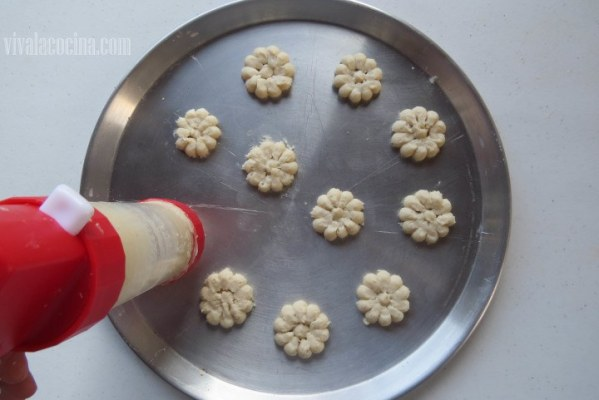 Porcionar las Galletas en la bandeja para el horno