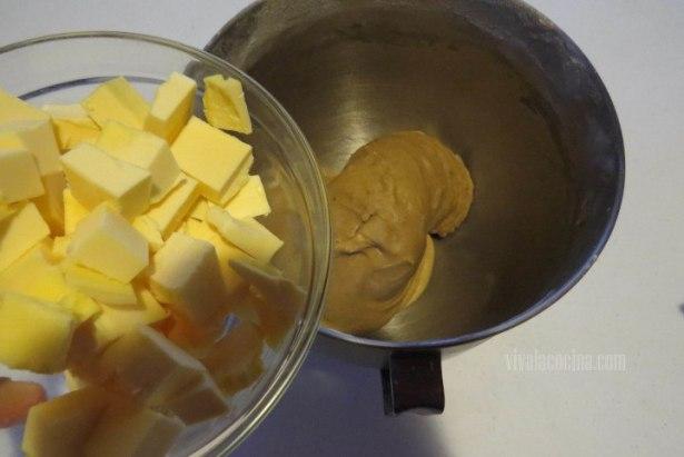 Incorporar Mantequilla a la masa para la brioche