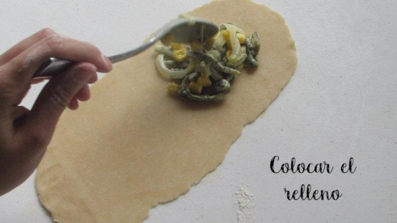Colocar el Relleno sobre la masa de la empanada