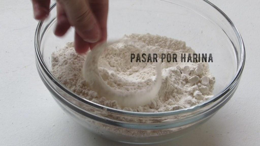 Cómo pasar por harina los aros de cebolla