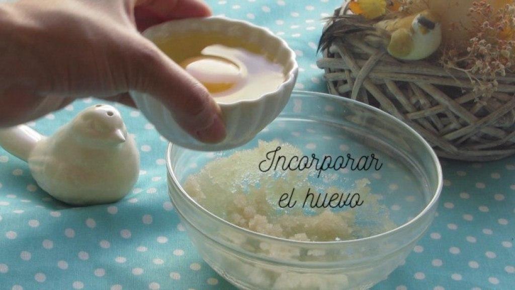 Cómo incorporar el huevo para hacer el Mug Cake