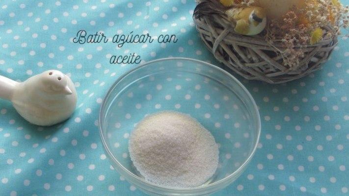 Batir azúcar y aceite
